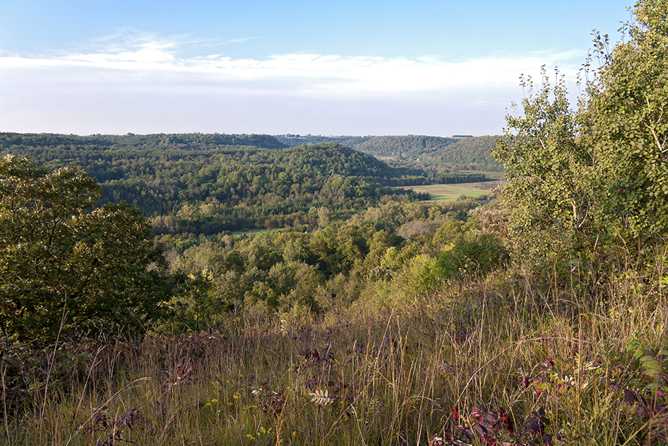 Vier atop bluffs overlooking Rush River Valley outside Maiden Rock, Wisconsin